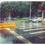潮湿道路开车技巧