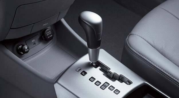 驾驶手动当车子时的换挡手势也不同
